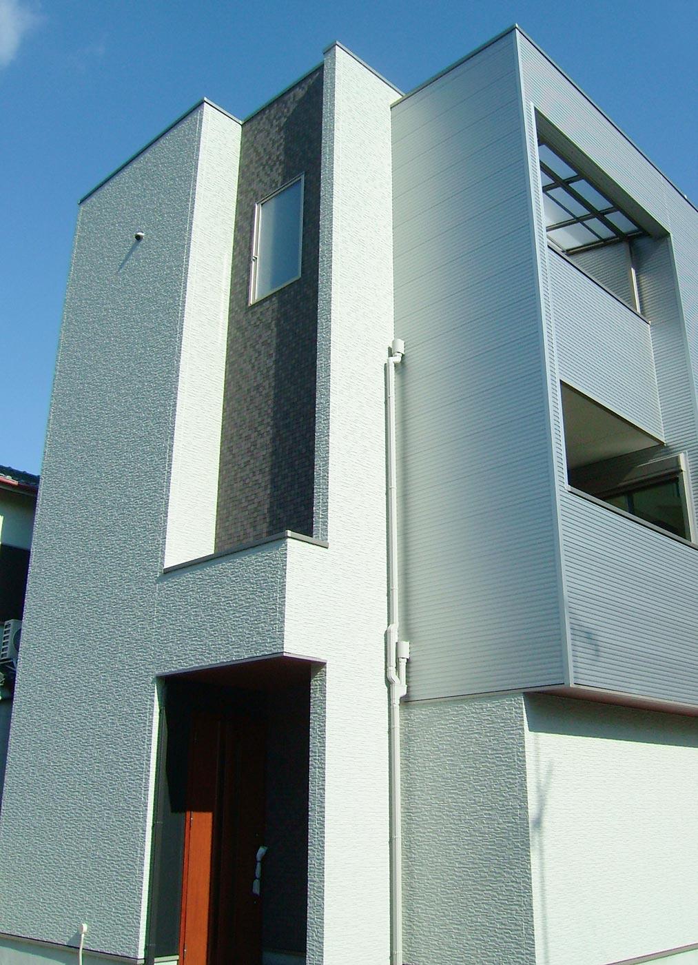 K様邸の外観画像。近代的なイメージが特徴。