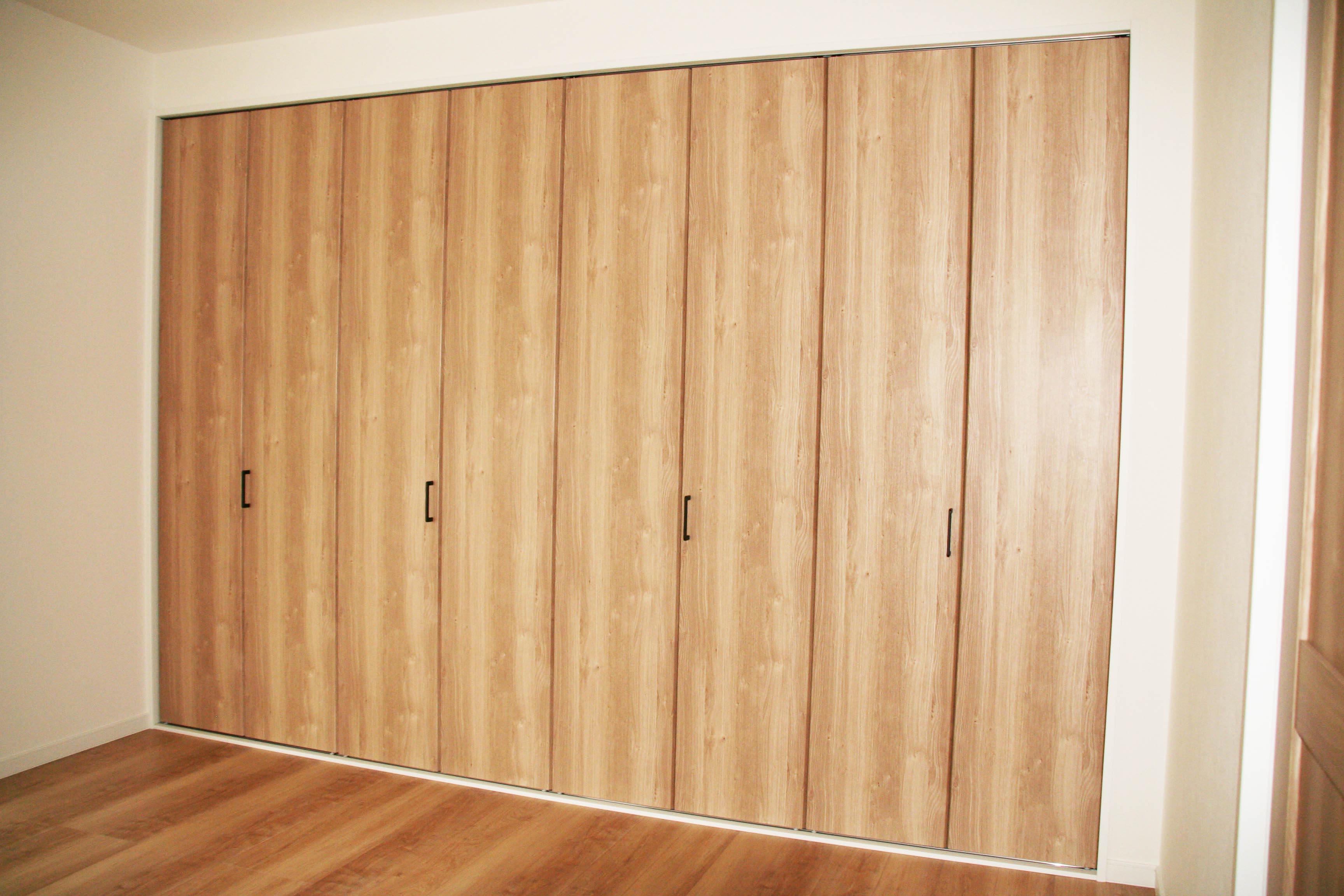K様邸のダイニングの扉。ハイドアの画像。